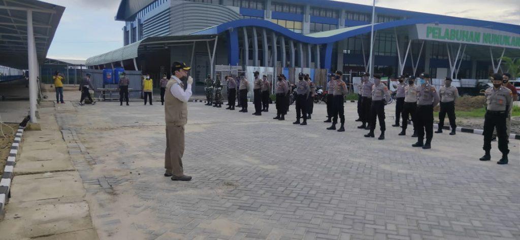Pelaksanaan apel kesiapan penerimaan rombongan Deportan PMIB dipimpin oleh Kepala BP2MI Nunukan di Pelabuhan Tunontaka Nunukan Kalimantan Utara