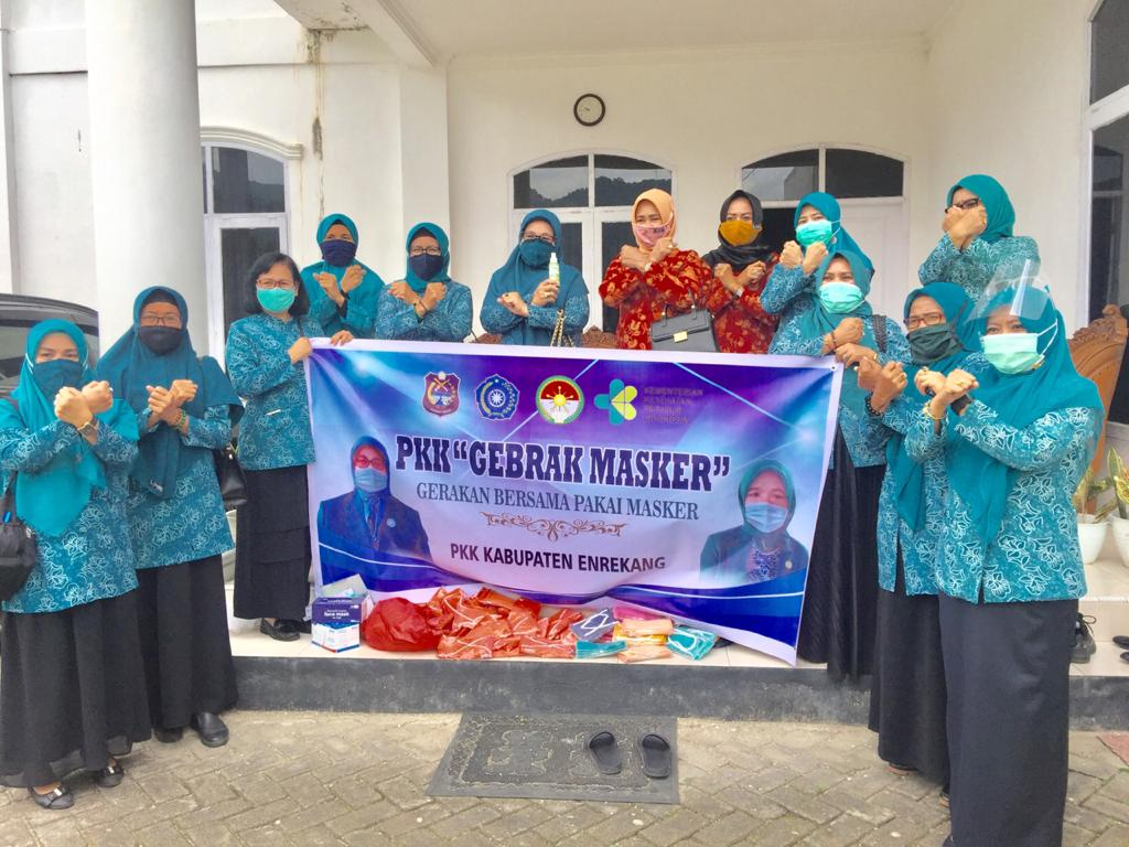 Hj Johra MB Ajak Masyarakat Enrekang Pakai Masker